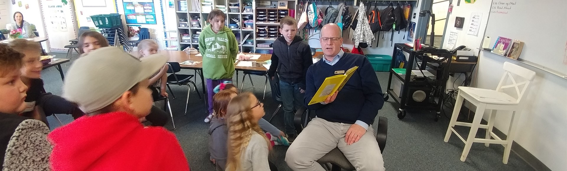 Superintendent Thompson reads to 3rd graders